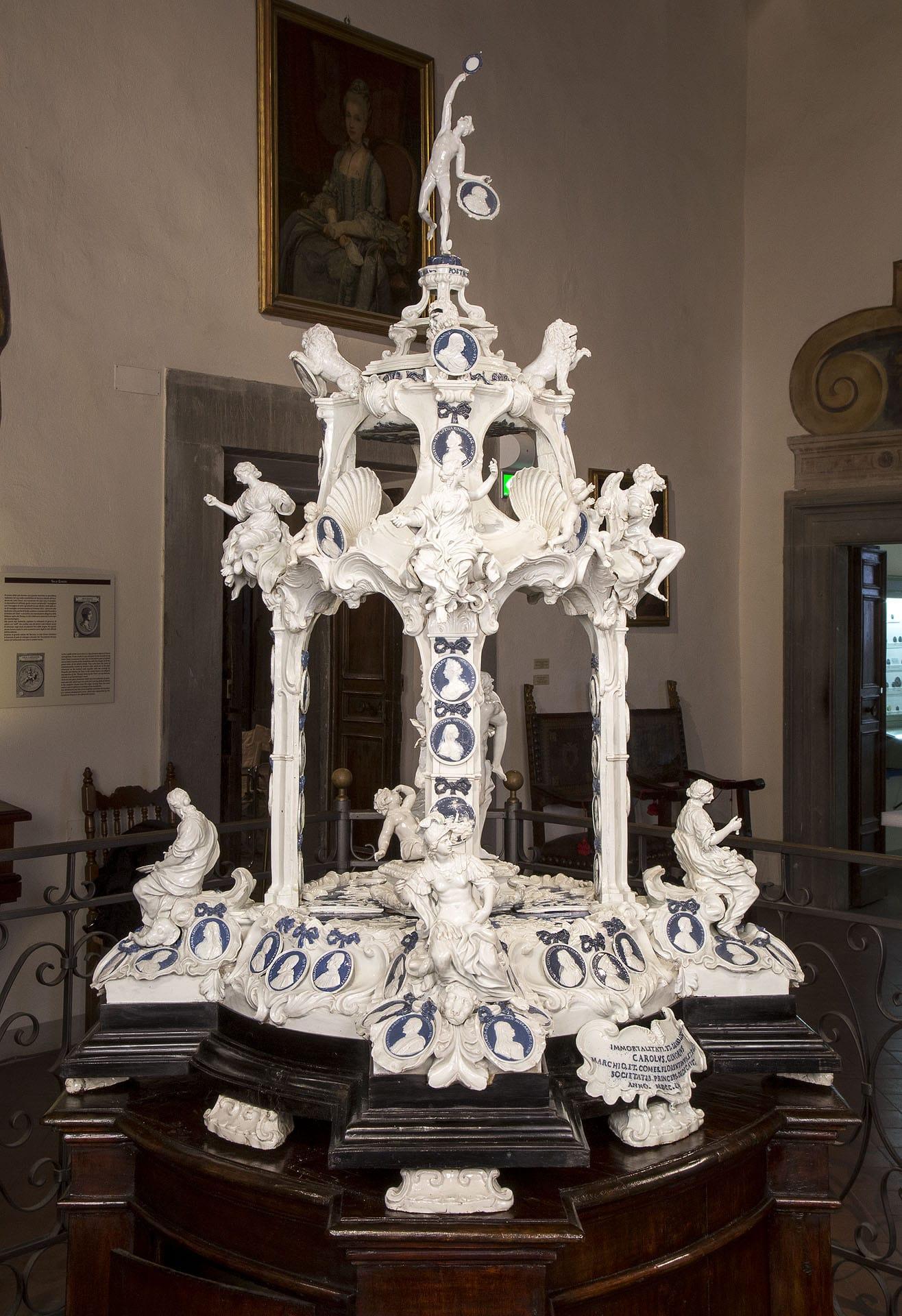 """Tempietto in porcellana (c.d. """"Ginori"""")"""