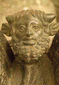 Dettaglio lampadario etrusco